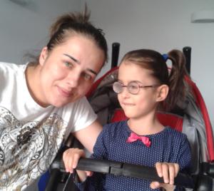 Amelka z mamą Ewą